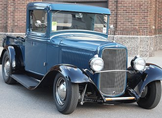 '32 Ford pickup leading annual nationwide Street Rodder Road Tour