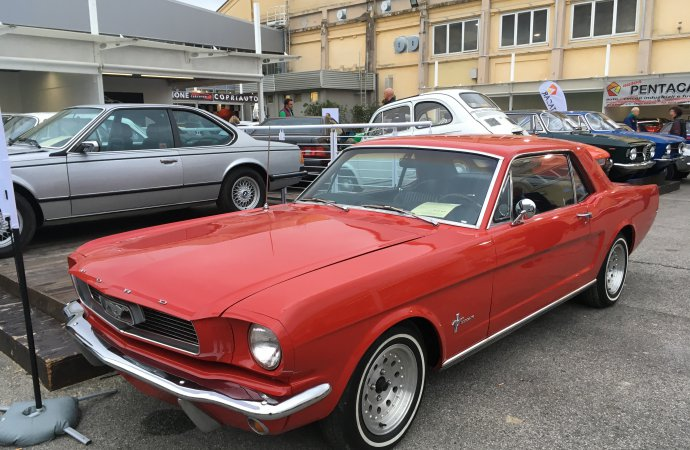 Fish-out-of-water 1966 Mustang with 6-cylinder engine asked €17,900 ($20,000). | William Hall photos