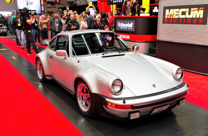 Football star's Porsche 930 Turbo leads Mecum Chicago auction