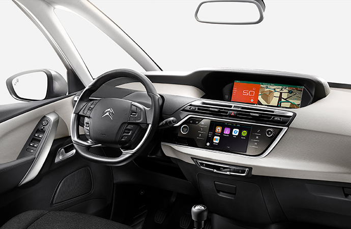 Note the dash setup and the incredible amount of visibility in the C4 Picasso's cabin. | Citroen photo