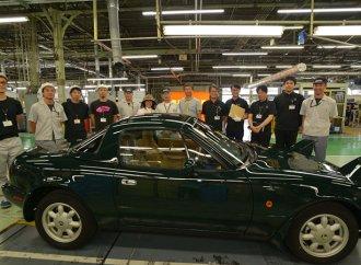 Mazda delivers first factory-restored MX-5 Miata under new program