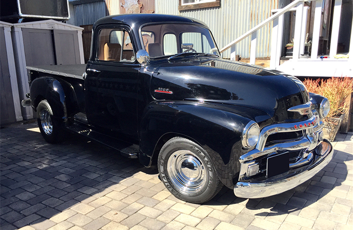 The new owner of this custom 1954 Chevrolet 3100 pickup will be moonlighting in a vehicle built for actor Bruce Willis. | Barrett-Jackson photo