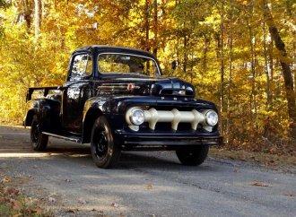 SEMA-worthy 1952 Ford F3