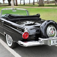 Marilyn Monroe's '56 Thunderbird sells for $490,000 at auction