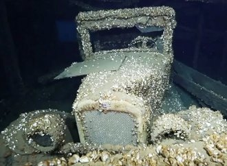 Shipwreck containing 91-year-old Chevrolet found in Great Lakes