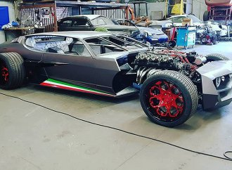 French custom shop builds a sinister Lamborghini Espada hot rod