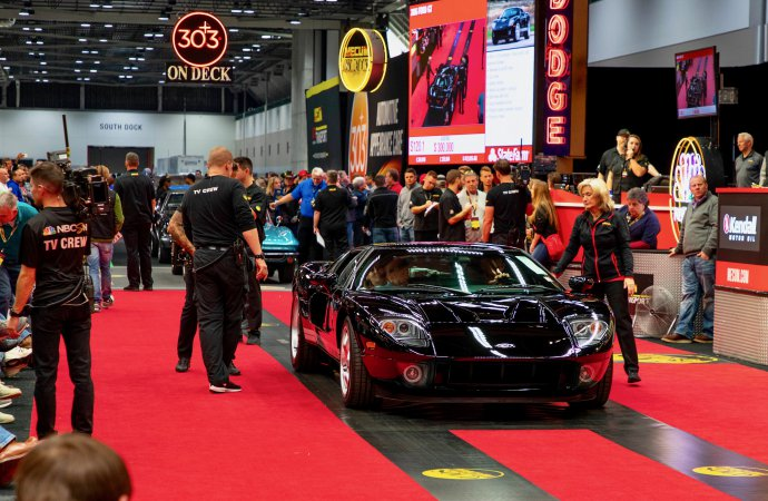 $308,000 Ford GT tops Mecum's KC auction