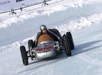Austrian ice racing revival entertains 8,000 people