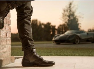 Pagani, Piloti team to create 'Roadster Driving Boot'
