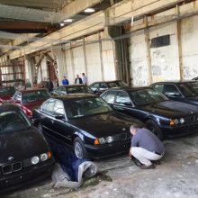 Collection of brand-new BMW 5-series from late '90s found in warehouse