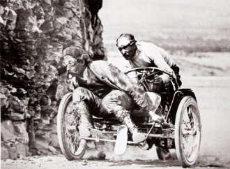3-wheeler being readied for race it couldn't finish in 1907