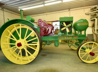 Mecum adds vintage farm trucks to spring tractor auction