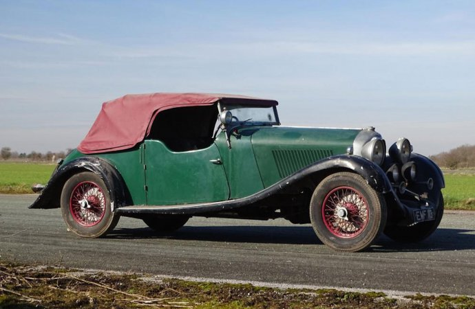 Barn-found Bentley brings $596,670 at auction