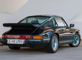 Feel the teal: Porsche Classic restores one-off 1984 911 Carerra 3.2