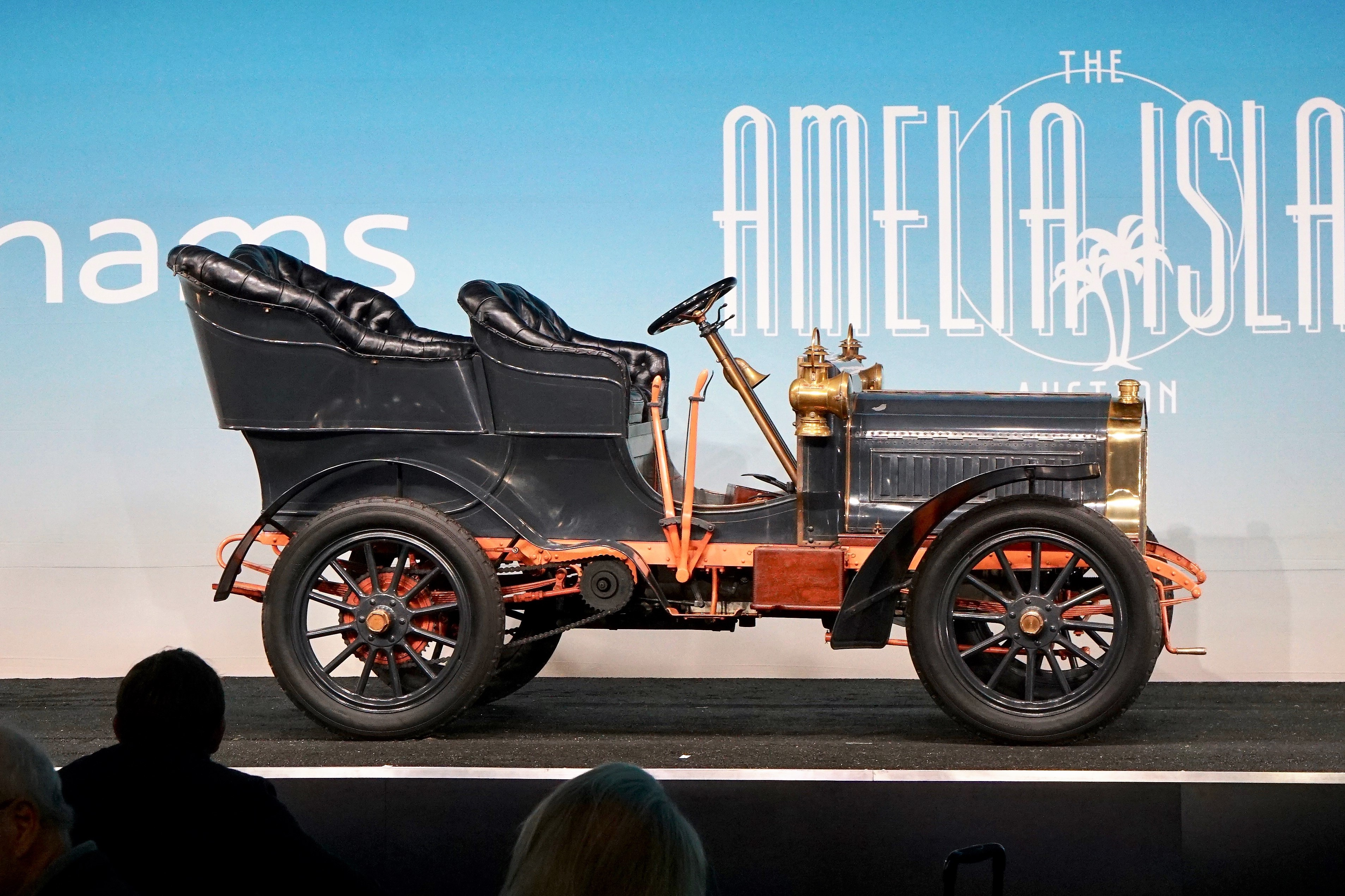 1904 Thomas Model 22 'Flyer' with rear entrance sold for $489,000 at Bonhams | Andy Reid photo
