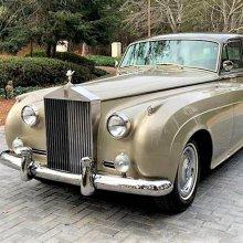 Elegant Rolls-Royce Silver Cloud restored in classic style