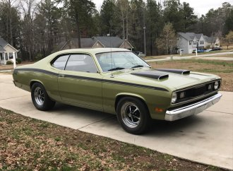 1971 Plymouth Duster gets 340 V8 upgrade
