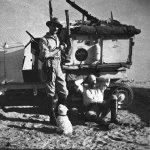 CITROEN_SCARABEE_D'OR_TRAVERSEE_SAHARA_1922_GM_HAARDT_et_L_AUDOUIN_DUBREUIL_AVEC_LA_MASCOTTE_FLOSSIE