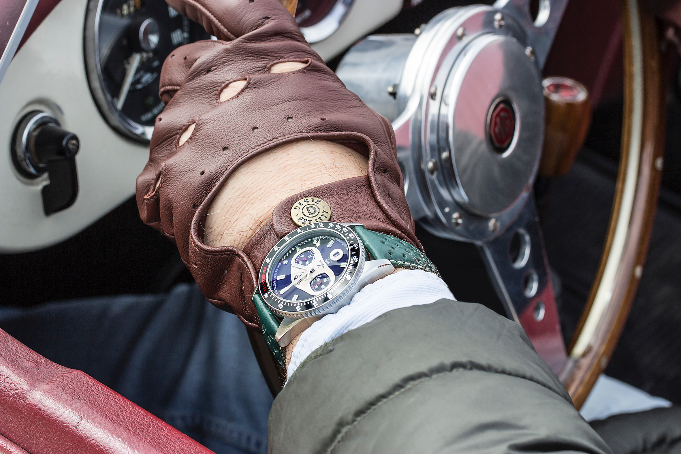 French watchmaker and MG Car Club offer MG Rallygraf watches