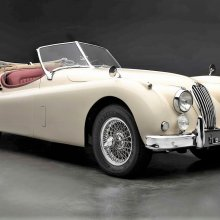 Sumptuous Jaguar XK140 restored, ready for action
