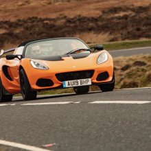 Lotus Elise top automotive icon in Autocar readers poll
