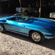 Patriotically blue '65 Corvette convertible