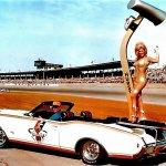 Linda-Vaughn-Hurst-shifter-1969-Oldsmobile