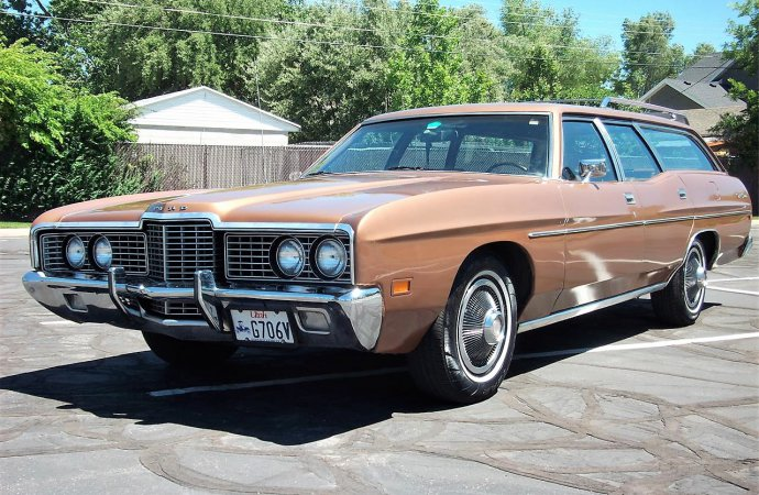 Space capsule: '72 Ford station wagon has room to spare