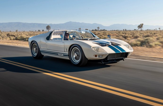 RM Sotheby's offers 'full Ford GT lineage' at Monterey auction