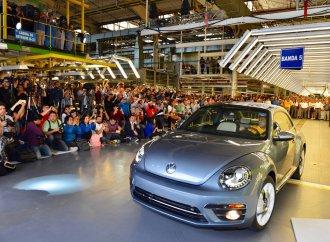 VW builds its last Beetle