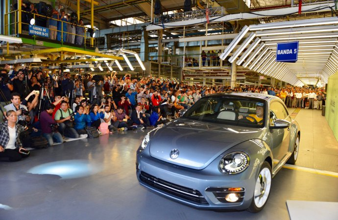 VW builds its last Beetle