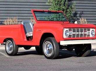 Open-top, doorless 1966 Ford Bronco U13 Roadster in restored condition