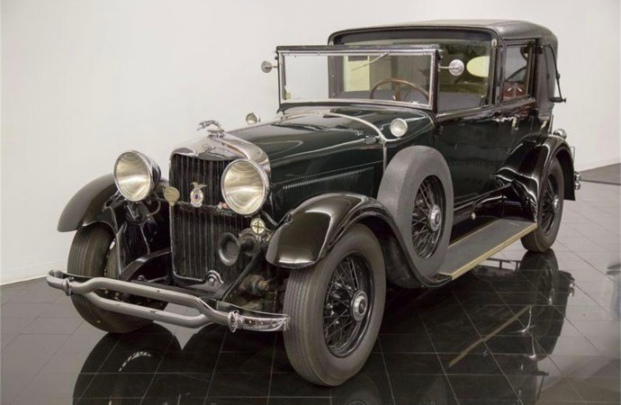 Lincoln limo is rare, rarely driven, and a Full Classic