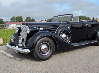Is driving a 1937 Packard really like warm bagels on a cream cheese road?