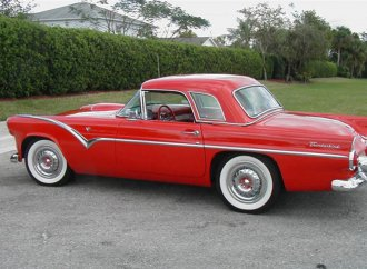 This '55 Tbird really looks the part of a boulevard cruiser