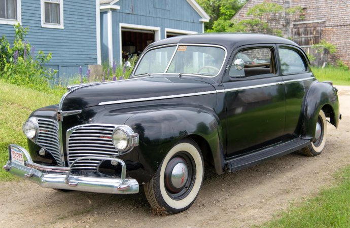 Dodge offered Luxury Liner as part of its pre-war lineup