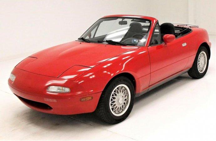 Low-mileage 1990 Mazda Miata offers real sports car experience