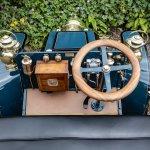 1901 Panhard-Levassor 7hp Rear-Entrance Tonneau driver
