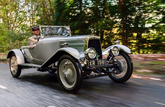 'Cloverleaf' Aston Martin returns to Aston Hill 95 years later