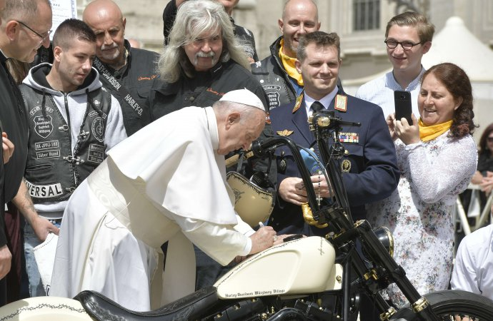 Papal motorcycle to be auctioned for charity
