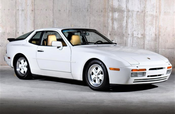 Seriously fast 1986 Porsche 944 Turbo remains value priced