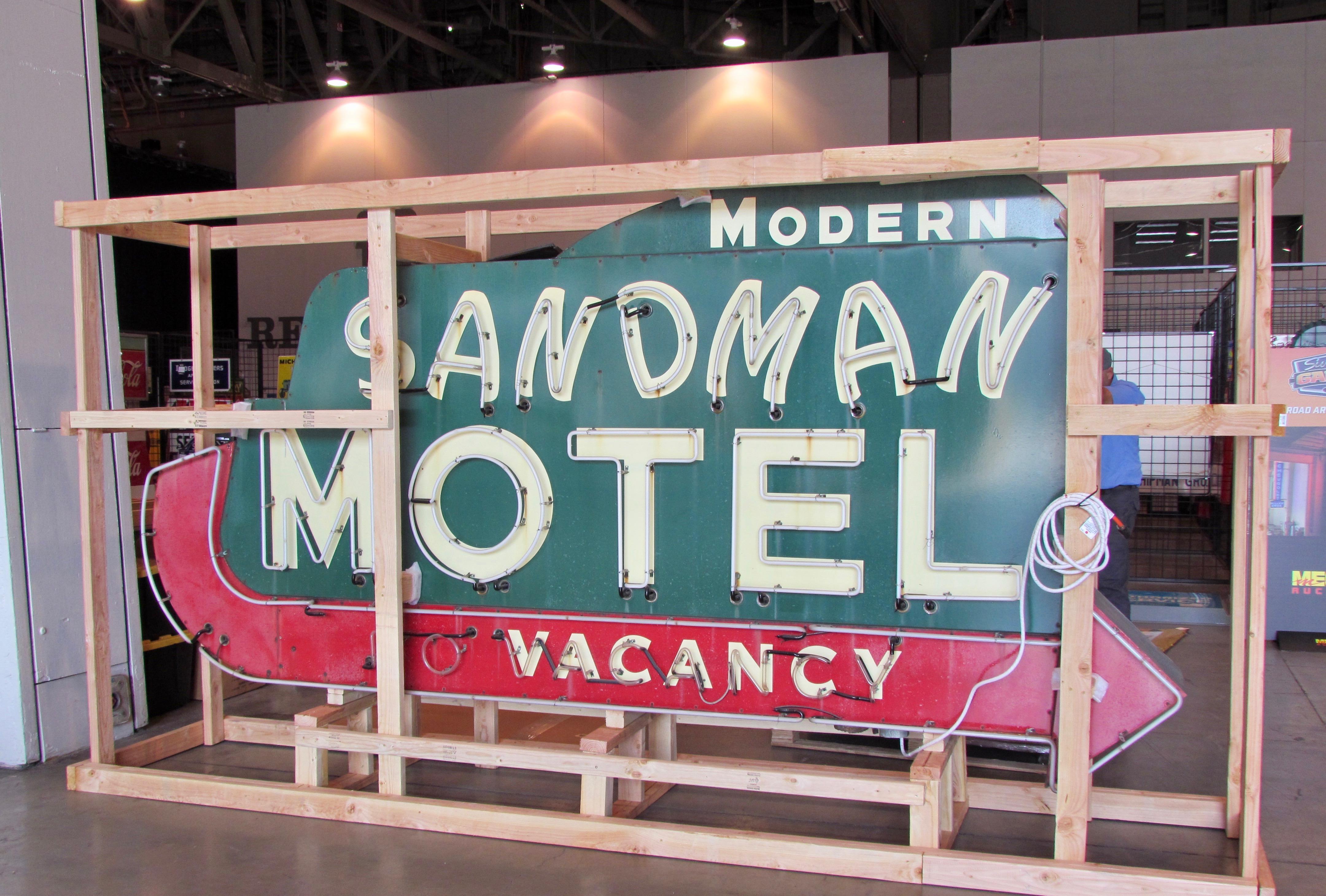 Mecum, Larry's likes at Mecum Auctions Las Vegas sale, ClassicCars.com Journal